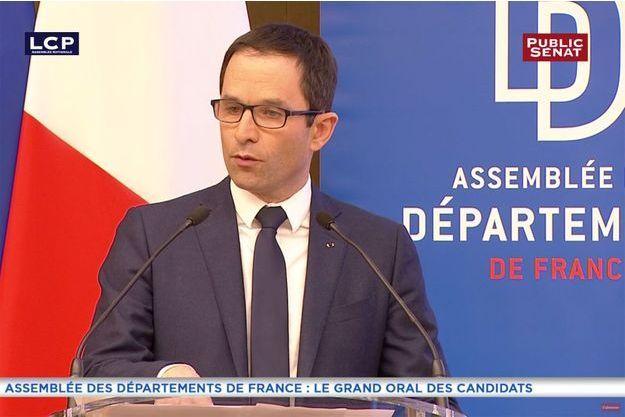Benoît Hamon rencontre l'Assemblée des Départements de France à l'Assemblée nationale, le 8 mars 2017 à Paris.