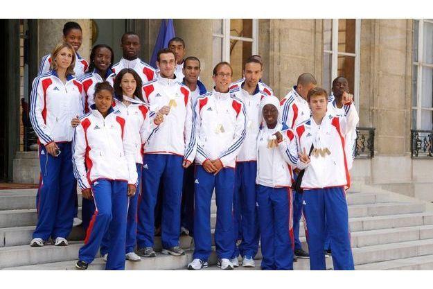 Les médaillés des Championnats d'Europe d'athlétisme, sur le perron de l'Elysée