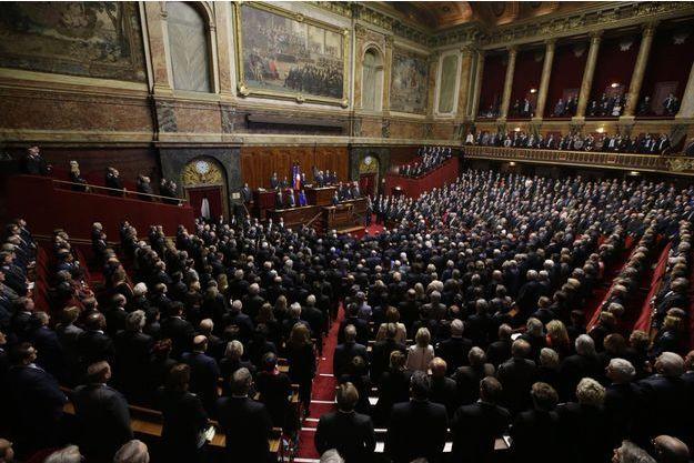 François Hollande à la tribune, durant le Congrès réuni à Versailles, lundi.