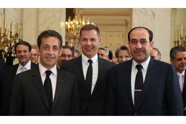 Le benjamin, Boris Boillon, entre Nicolas Sarkozy et le Premier ministre irakien, Nouri Al-Maliki