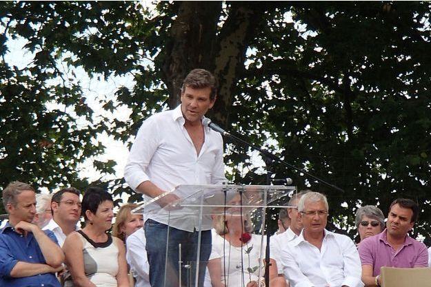 Arnaud Montebourg prononce un discours lors de la Fête de la Rose.