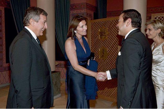 Moulay Rachid du Maroc, frère du roi, salue le couple Attias en visite à Marrakech à l'occasion du Festival international du film, le 5 décembre 2009.