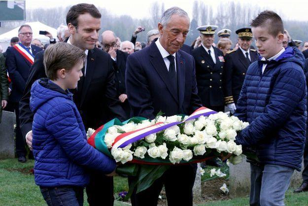 Emmanuel Macron et Marcelo Rebelo de Sousa lundi au cimetière portugais de Richebourg.