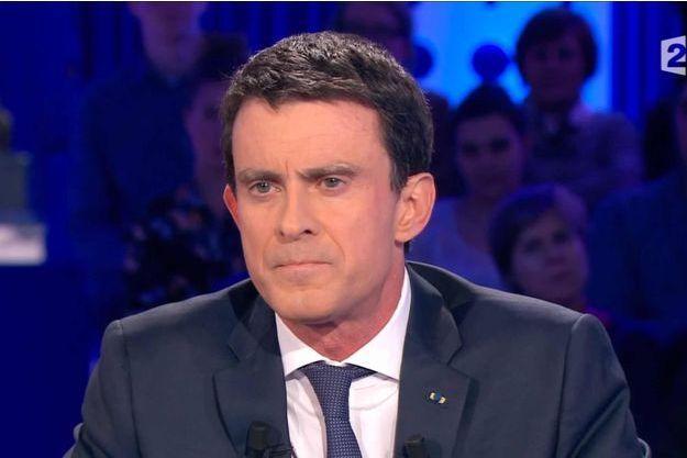 """Manuel Valls dans """"On est pas couché""""."""