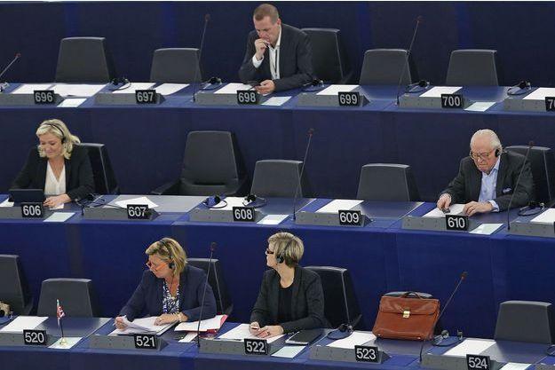 Marine Le Pen et Jean-Marie Le Pen au Parlement européen, le 19 mai dernier.