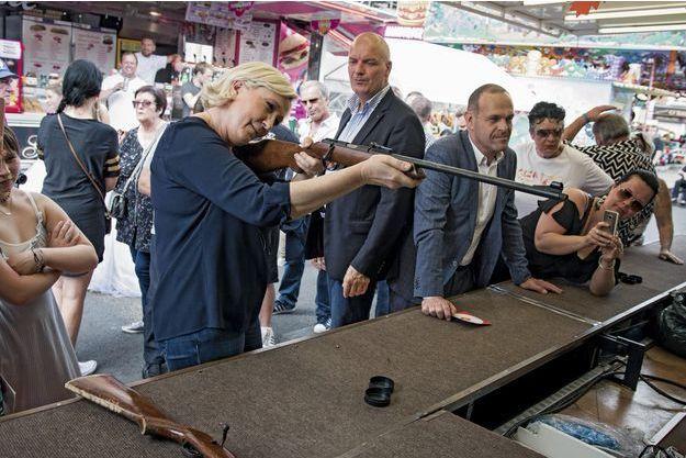 Marine Le Pen, le 2 juin, dans la circonscription d'Hénin-Carvin, où elle est candidate.