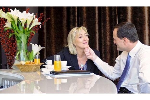Dimanche 19février, Marine Le Pen, 43 ans, et son compagnon  Louis Aliot, 42 ans, prennent le petit déjeuner dans leur hôtel de Lille où la candidate du FN tient un grand meeting au Palais des congrès.
