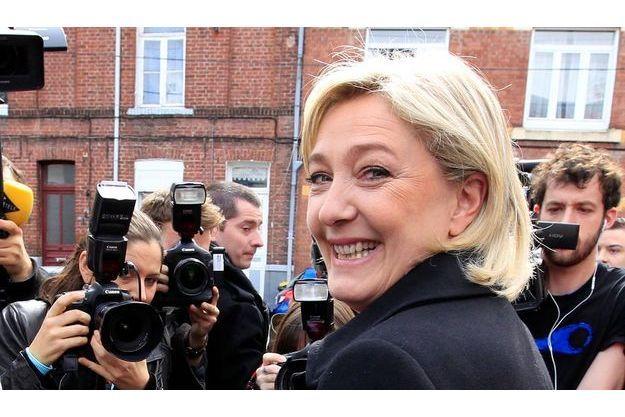 Marine Le Pen, avant de voter à Hénin-Beaumont.