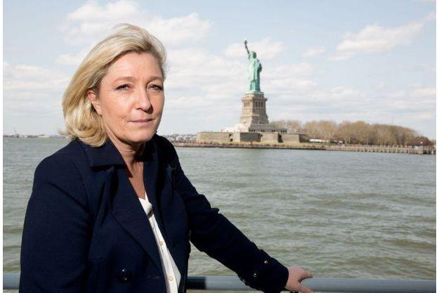 Marine Le Pen, avec en fond la Statue de la Liberté.