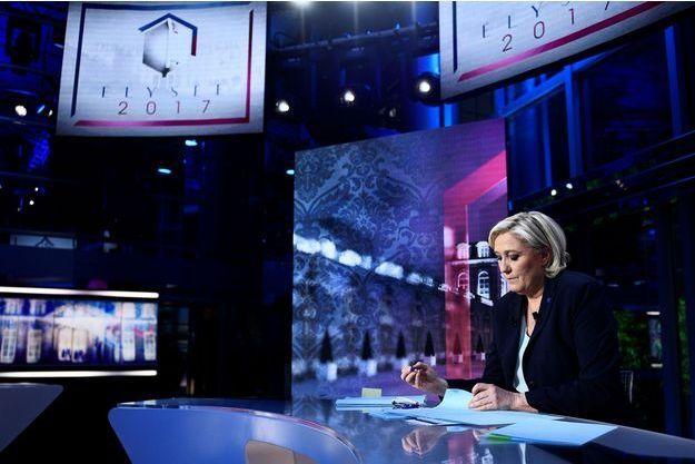 Marine Le Pen sur le plateau de TF1 mardi soir.
