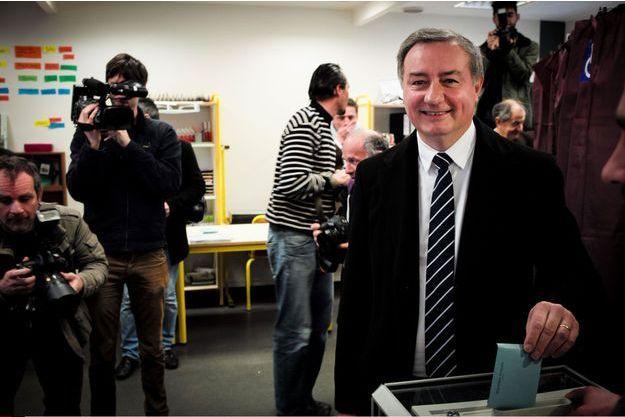 Jean-Luc Moudenc vote, dimanche, à Toulouse.