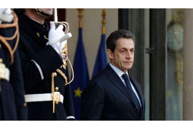 Nicolas Sarkozy veut désormais recourir au référendum pour trancher des questions sociales.
