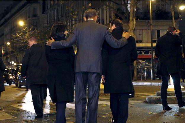 Barack Obama s'était recueilli devant le Bataclan aux côtés d'Anne Hidalgo et de François Hollande alors président.