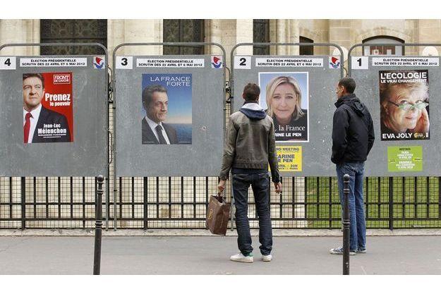 Affiches électorales officielles à Paris.