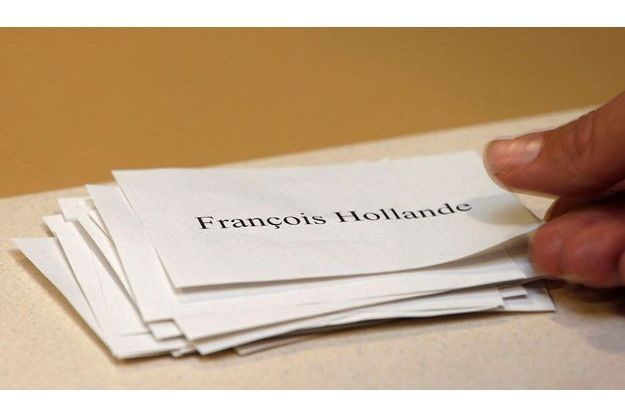Une pile de bulletins François Hollande lors du second tour de la primaire socialiste, le 16 octobre dernier.