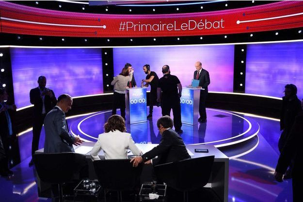 Gilles Bouleau, en bas à gauche, s'installe en même temps que les deux candidats du second tour de la primaire de la droite.