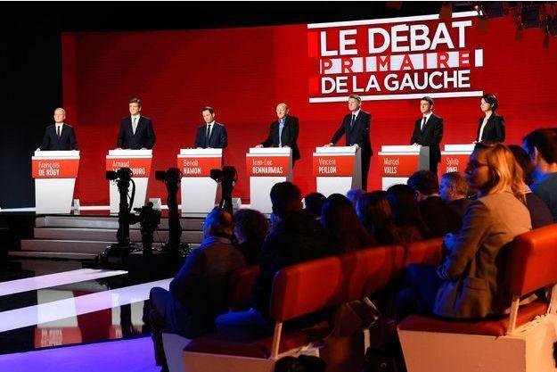 Les candidats à la primaire de la gauche, dimanche lors du deuxième débat.