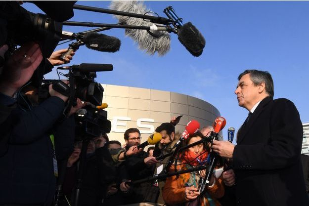 François Fillon face aux journalistes lors d'un déplacement à Mérignac fin janvier.
