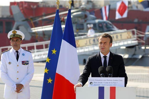 Emmanuel Macron sur une base navale d'Abu Dhabi.