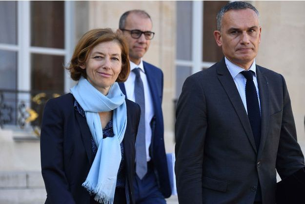 La ministre des Armées Florence Parly avec le député européen Arnaud Danjean (LR) vendredi matin dans la cour de l'Elysée.