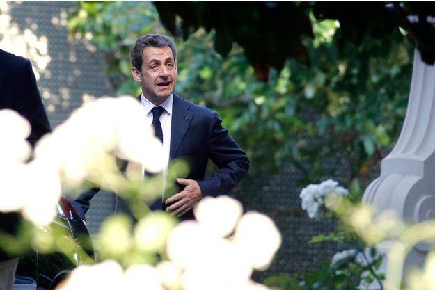 Lundi 8 juillet, dans la  matinée, Nicolas Sarkozy s'est rendu à l'hôtel Marcel Dassault, un espace de réception, rond-point des Champs-Elysées. 17heures: à son arrivé