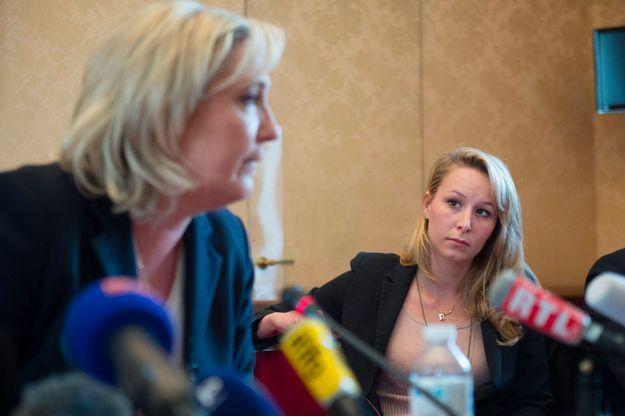 Marine Le Pen et sa nièce, Marion Maréchal-Le Pen, en avril 2016 lors d'une conférence de presse.