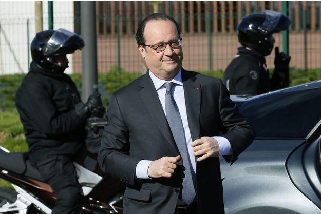 François Hollande, vendredi, à Venette.