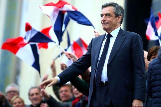 Le Pen et Macron loin devant Fillon, selon un sondage Elabe