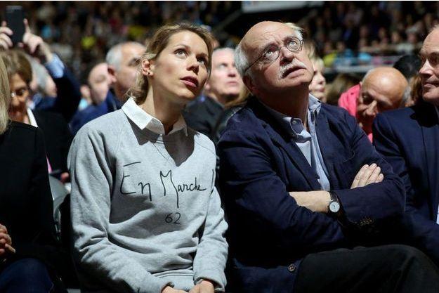 Tiphaine Auzière, vêtue d'un sweat En marche!, ici aux côtés d'Erik Orsenna, lors d'un meeting d'Emmanuel Macron en février à Lyon.