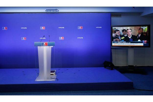 La chaise de président de l'UMP est toujours officiellement vide.