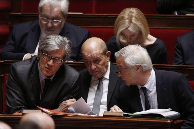 Trois hollandais fidèles: Stéphane Le Foll, Jean-Yves Le Drian et François Rebsamen sur les bancs de l'Assemblée en mars dernier.