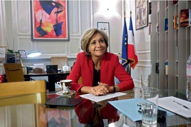 En campagne pour François Fillon, Valérie Pécresse concentre ses attaques sur Emmanuel Macron.