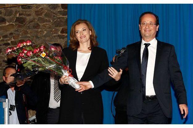 Tulle, 21 h 45. François Hollande, ému, présente aux Français Valérie, leur nouvelle première dame.