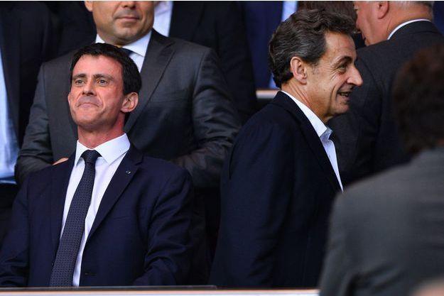 Manuel Valls et Nicolas Sarkozy, deux ex-ministres de l'Intérieur, se croisent au Parc des Princes, lors d'un match PSG-Barça en avril dernier.