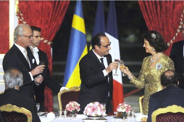 Le 2 décembre dernier, l'Elysée accueille le roi Carl XVI Gustaf de Suède et la reine Silvia.