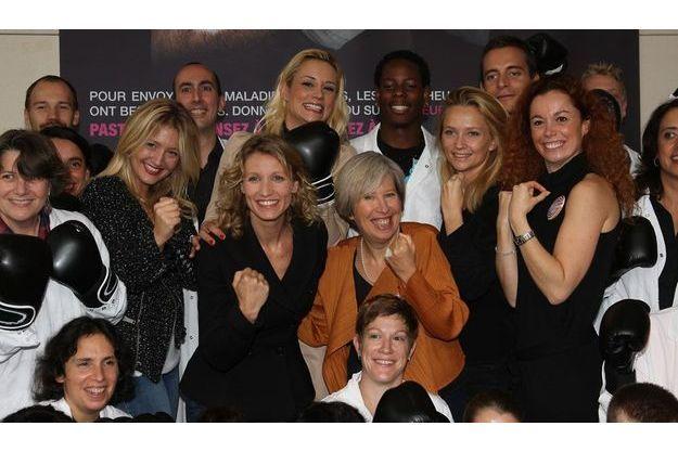 Alexandra Lamy entourée d'Emilie Mazoyer et de la directrice de l'Institut Pasteur Alice Dautry.