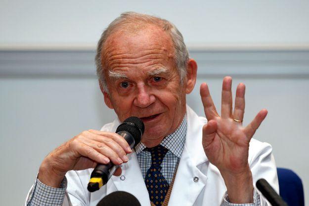 Le professeur Alain Carpentier, photographié en décembre 2013.