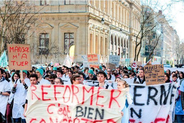 Manifestation des internes à Lyon samedi 7 mars.