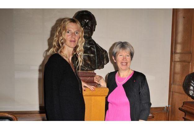 Sandrine Kiberlain et Alice Dautry dans la salle des Actes.