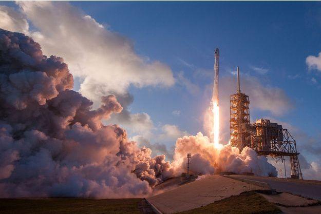 La fusée Falcon 9 a décollé lundi de Cap Canaveral en Floride.