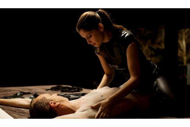Benoît Poelvoorde et Laetitia Casta, dans le film d'Hélène  Fillières, en salle depuis le 9 janvier. Ils y sont simplement appelés «le banquier» et «la jeune femme».