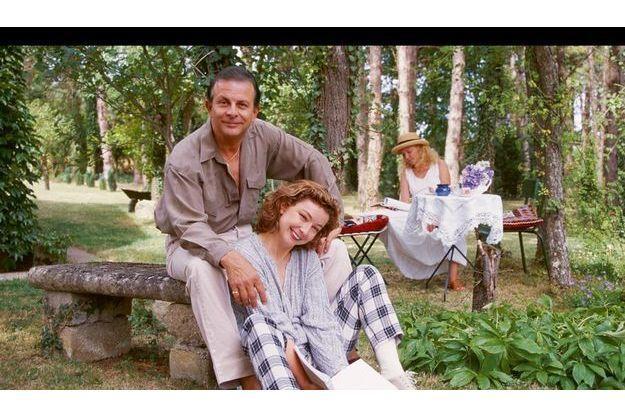 Roland Giraud, Maaïke Jansen et leur fille, Géraldine, pendant des vacances dans leur maison de La Postolle, dans l'Yonne, en 1998. Si Maaïke disait avoir « pardonné » à Treiber, l'acteur confiait ne pas arriver à se « défaire » de sa haine.