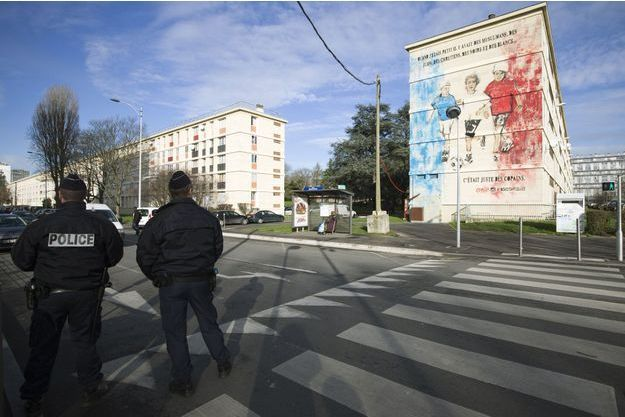 Policiers à Sarcelles, dans le Val-d'Oise