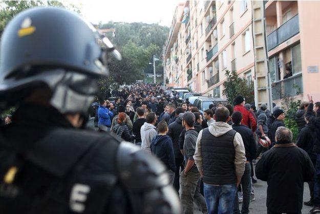 Des manifestants devant le quartier des Jardins de l'Empereur, le 26 décembre à Ajaccio.