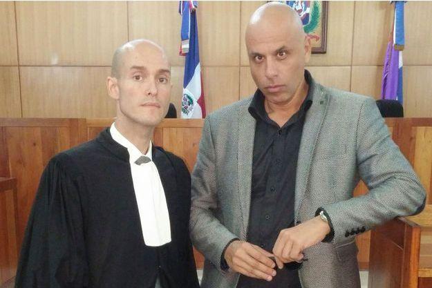 Julien Pinelli (à gauche) avec son client Nicolas Pisapia, le 14 août dernier lors du procès Air Cocaïne à Saint Domingue.