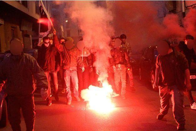 Des manifestants devant la Préfecture d'Ajaccio.