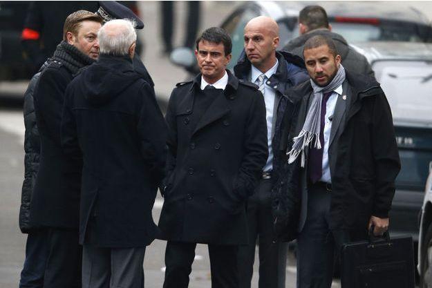 Manuel Valls, mercredi, devant les locaux de Charlie Hebdo