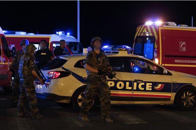 L'attentat à Nice a fait au moins 77 morts jeudi 14 juillet.