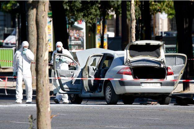La scène de l'attentat manqué des Champs-Elysées, le 19 juin 2017.