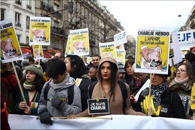 Photo prise dans le cortège de Paris. Près de 2 millions de Français ont marché dans les rues de la capitale.